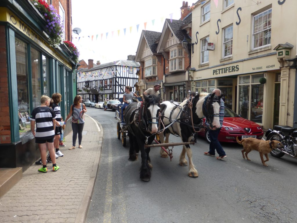 10 Horse wagon on High St